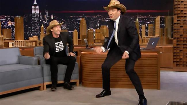 Jimmy Fallon e Hugh Jackman al The Tonight Show