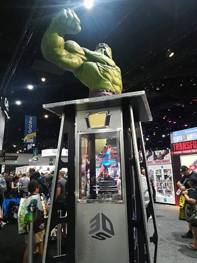 San Diego Comic-Con 2017: riproduzioni di Hulk e Spider-man all'interno della Exhibit Hall