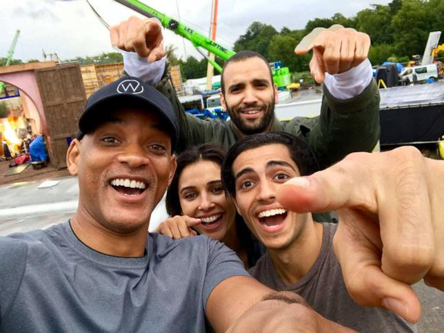 Il cast del live-action di Aladdin in un selfie dal set