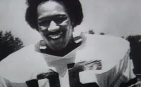 Il giocatore di football Ron Settles