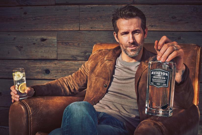 Foto pubblicitaria del brand di gin acquistato da Ryan Reynolds