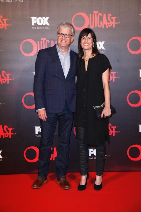 I due produttori esecutivi di Outcast sul Red Carpet della premiere