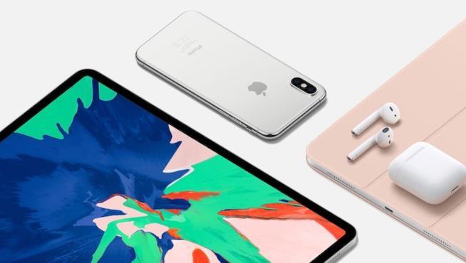 Immagine promozionale di Apple con iPhone, iPad Pro ed AirPods