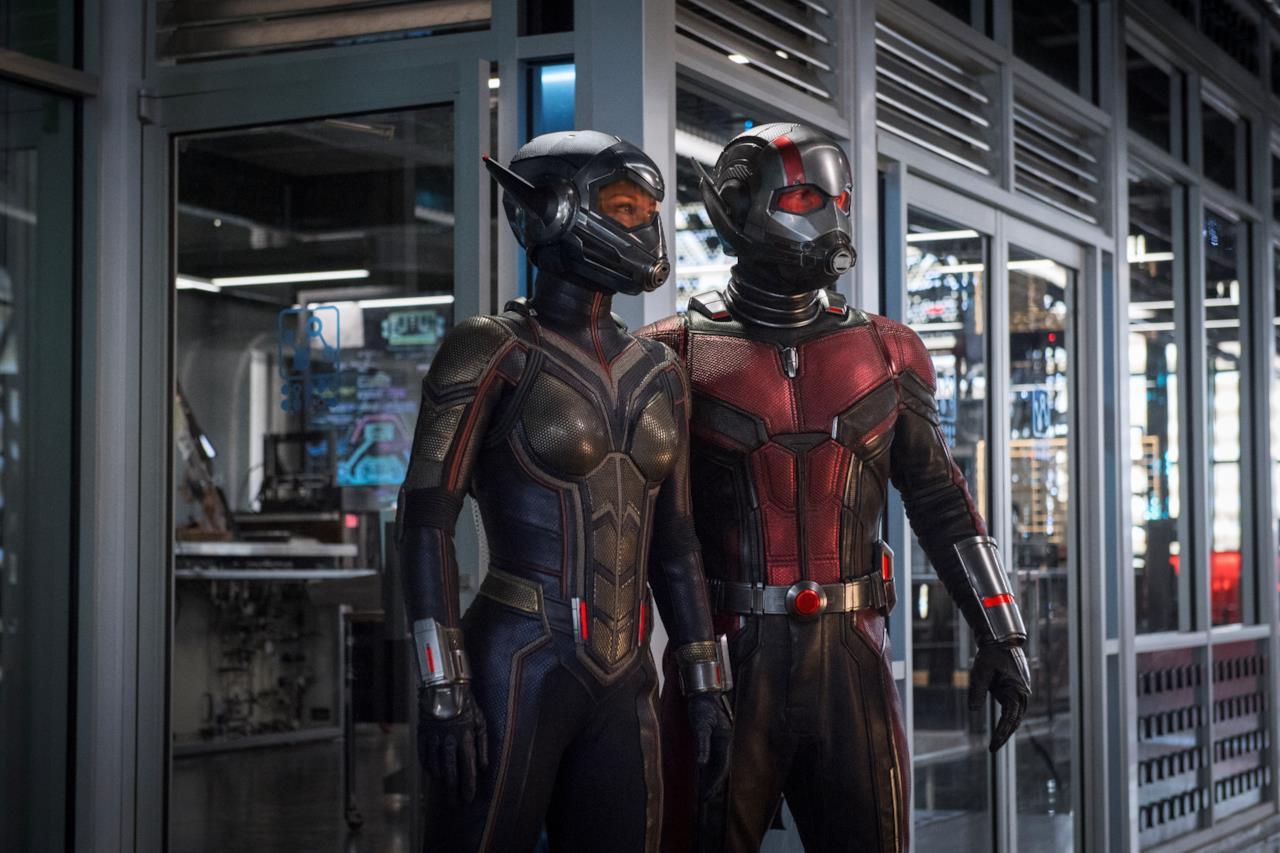 Gli eroi Wasp e Ant-Man nei loro costumi