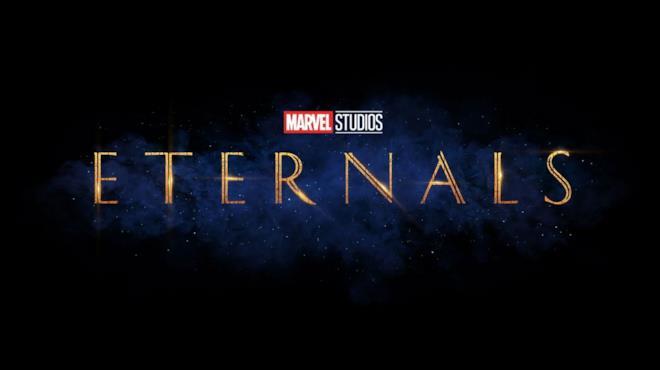 Il logo del film Gli Eterni dorato su sfondo viola e nero