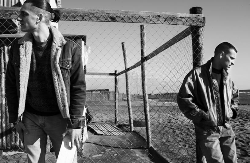 Luca Marinelli e Alessandro Borghi in una scena del film