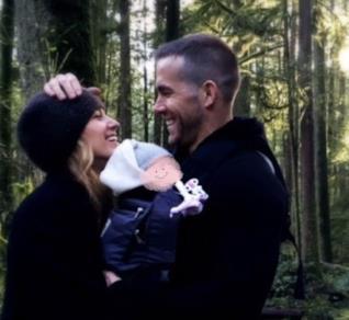 Blake Lively e Ryan Reynolds stretti in un abbraccio