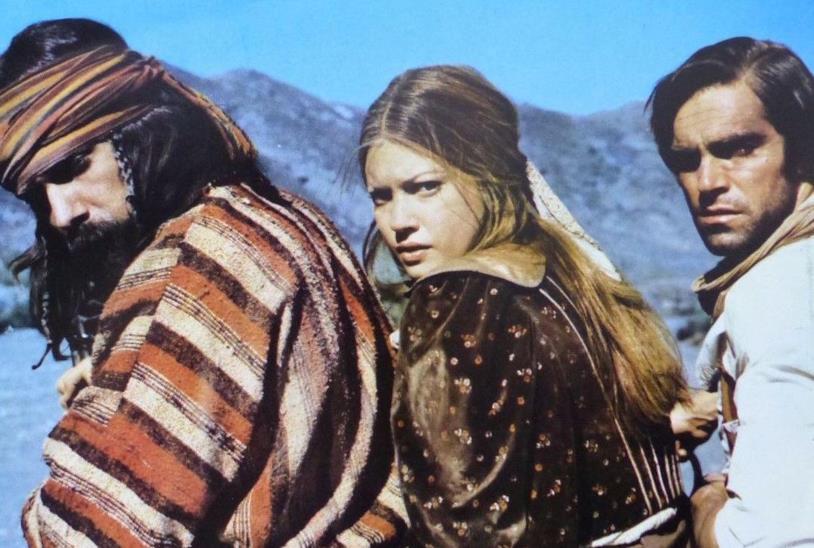 Tomas Milian, Lynne Frederick e Fabio Testi in una scena del film