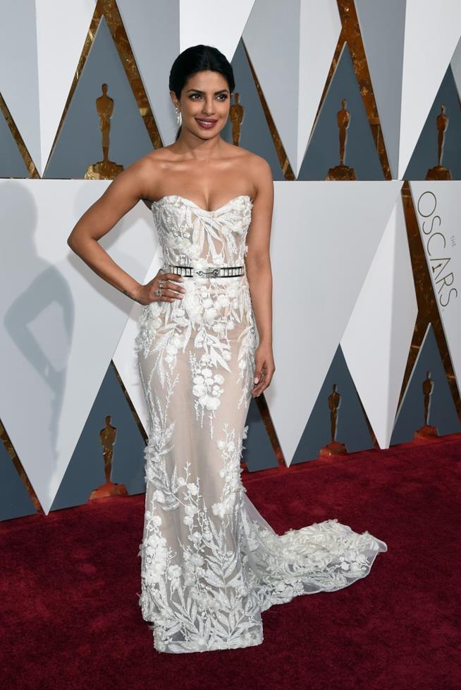 Priyanka Chopra sul red carpet degli Oscar 2016