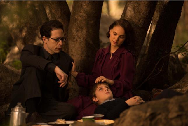 Gilad Kahana, Natalie Portman e Amir Tessler durante un scena del film Sognare è vivere
