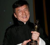 Jackie Chan con l'Oscar
