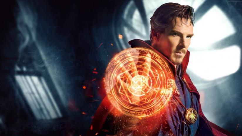 Un primo piano di Doctor Strange nel poster ufficiale del film
