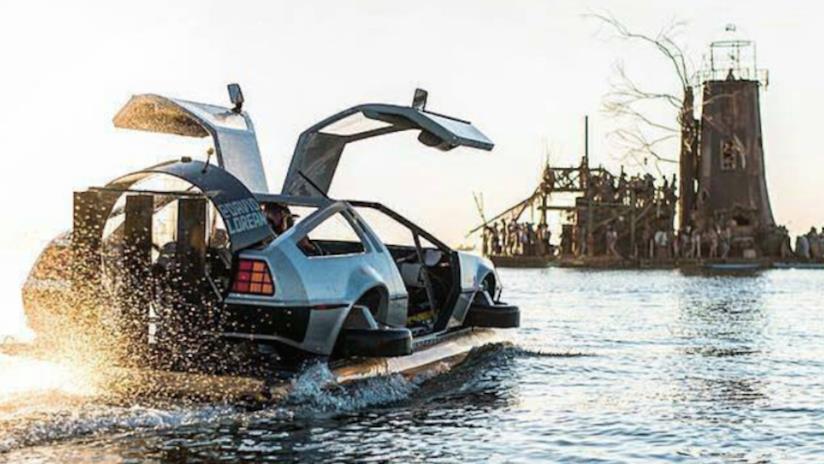 La DeLorean DMC-12 hovercraft realizzata da un fan di Ritorno al futuro