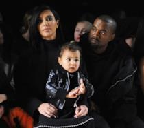 Primo piano di Kim Kardashian, Kanye West e North