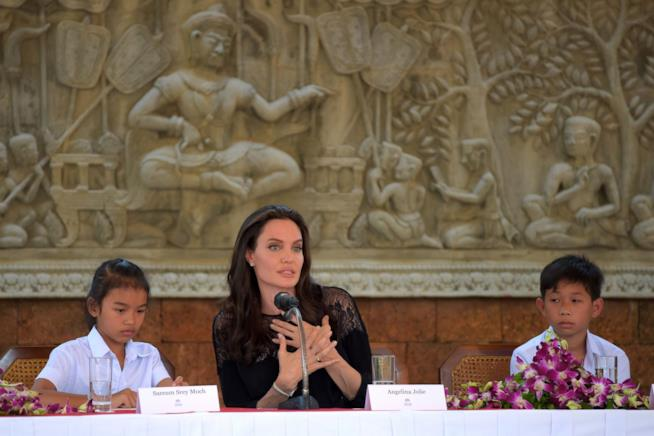 Angelina Jolie in conferenza stampa in Cambogia