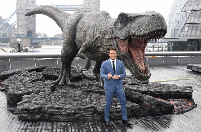 La star di Jurassic World: il Regno Distrutto posa per i fotografi a Londra