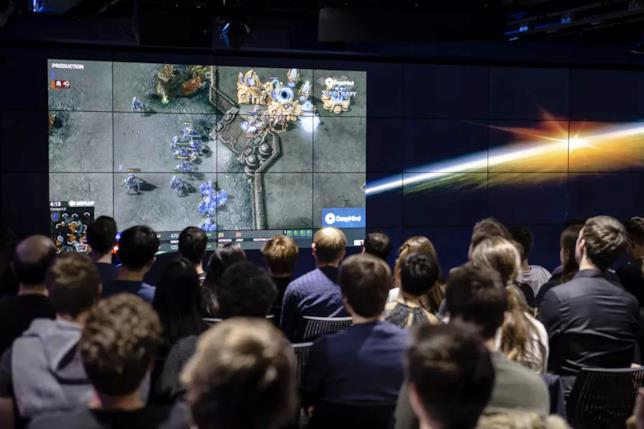Il team DeepMind assiste agli esperimenti su StarCraft