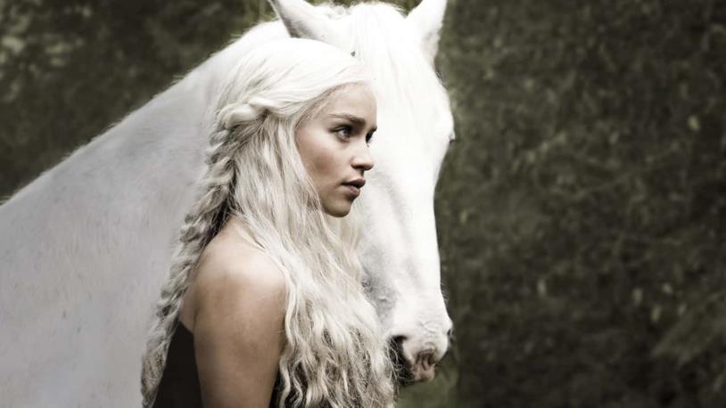 Emilia Clarke in Game of Thrones 1x01