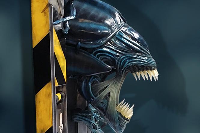 Regina di Aliens vista di lato