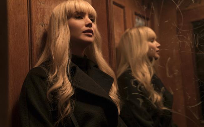 Jennifer Lawrence in una scena di Red Sparrow