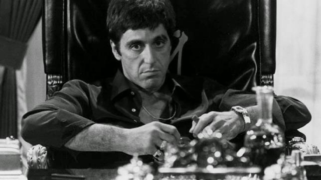 Al Pacino in una scena del film Scarface