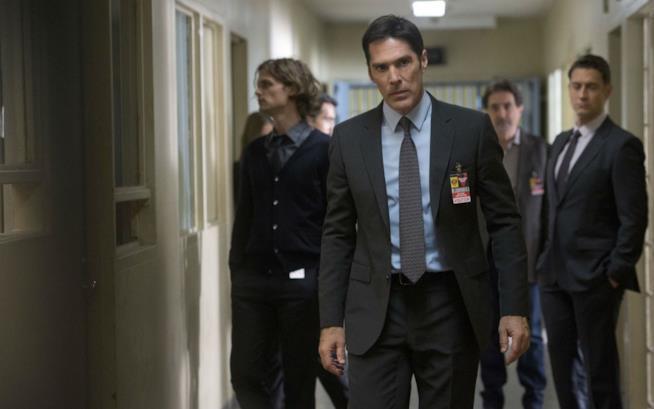 Thomas Gibson sul set di Criminal Minds nei panni di Hotch