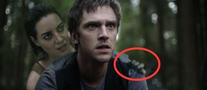 Sarà Lenny il demone dagli occhi gialli? Ecco il particolare della mano.