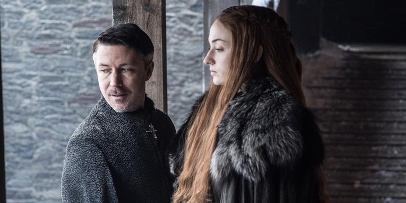 Aidan Gillen e Sophie Turner nei panni di Petyr Baelish e Sansa Stark