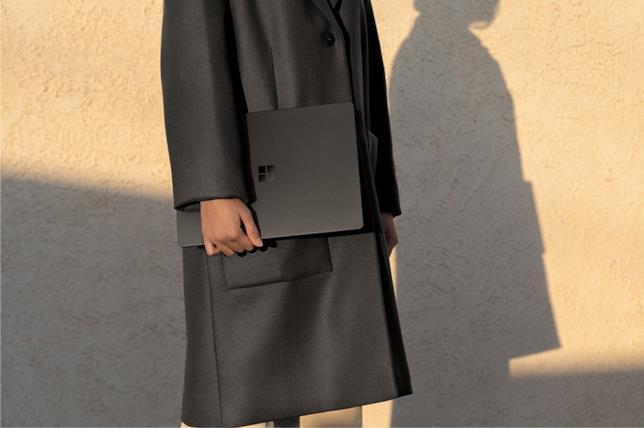 La variante in nero opaco del Surface Laptop 2