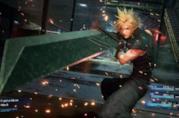 Cloud Strife combatte nel remake di Final Fantasy VII