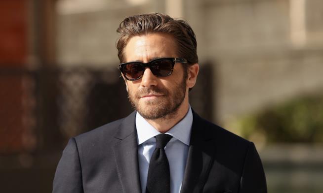 Jake Gyllenhaal elegante durante un red carpet