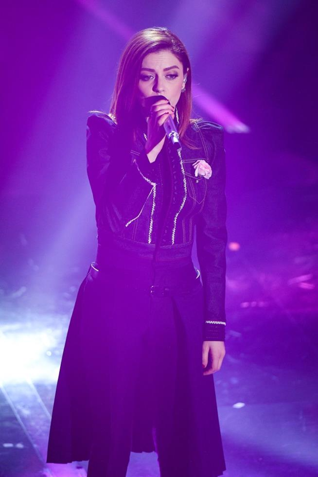 Annalisa durante un'esibizione