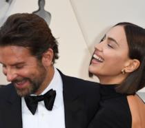 Irina Shayk e Bradley Cooper in primo piano