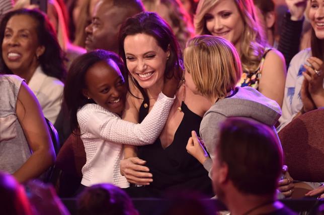 Zahara con Angelina Jolie e la sorella Shiloh