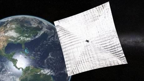 Una rappresentazione artistica della vela solare LightSail 2