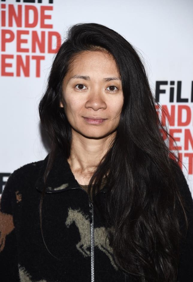 Primo piano della regista Chloé Zhao