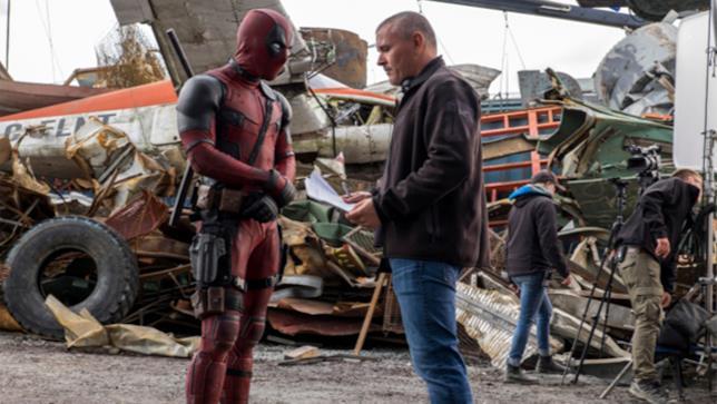 Tim Miller al lavoro sul set di Deadpool
