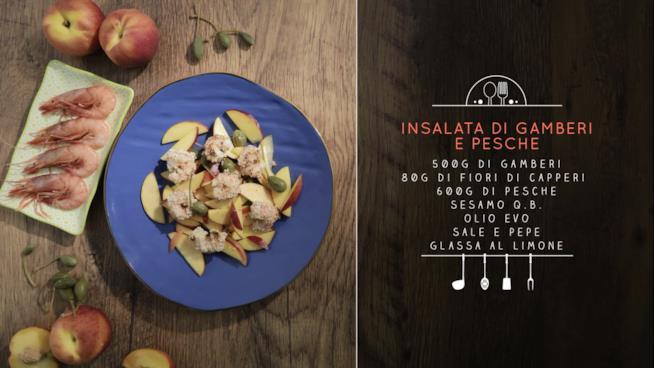 La ricetta dell'insalata di gamberi e pesche