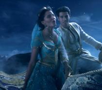 Aladdin e la sua Jasmine sul tappeto volante