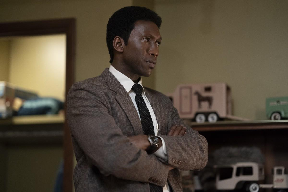 True Detective 3: Mahershala Ali nei panni di Wayne Hays durante le indagini