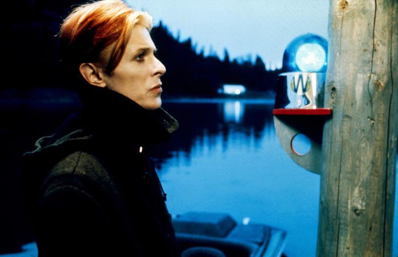 Una foto di David Bowie nel film L'uomo che cadde sulla Terra