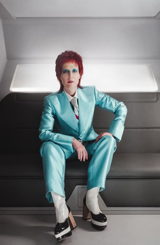 Gillian Anderson nei panni di David Bowie per American Gods