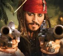 Jack Sparrow ci punta contro le sue pistole da pirata