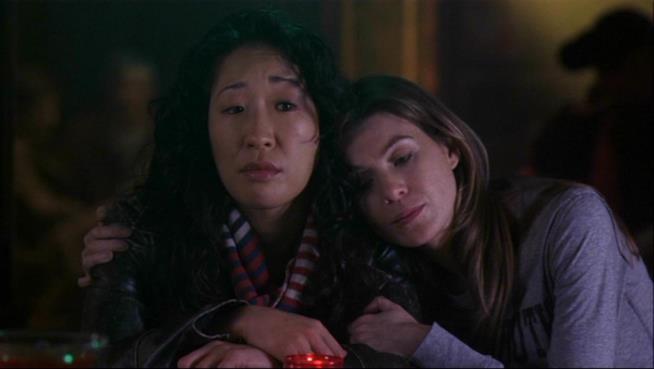 Meredith e Cristina al bar.