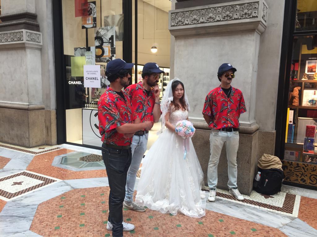 Viva la sposa! Anche per lei basta il baffo per entrare nell'atmosfera