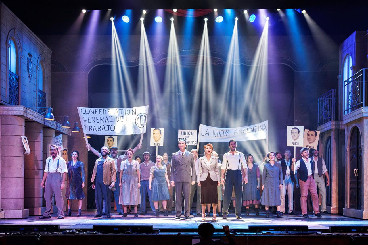 Il musical Evita: una scena con Malika Ayane