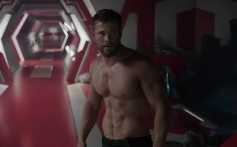 La scena a petto nudo di Chris Hemsworth in Thor: Ragnarok