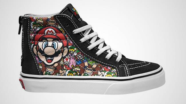 Le scarpe della collezione Vans a tema Nintendo modello Sk8 con Super Mario Bros.