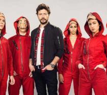 I protagonisti de La Casa di Carta con le tute rosse e il viso scoperto