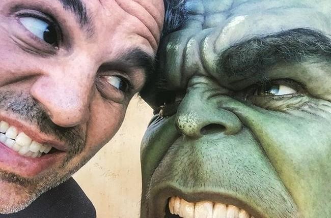 Mark Ruffalo con Hulk sul set di Thor: Ragnarok